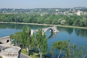 Sur la pont d'Avignon OR this is the song that never ends