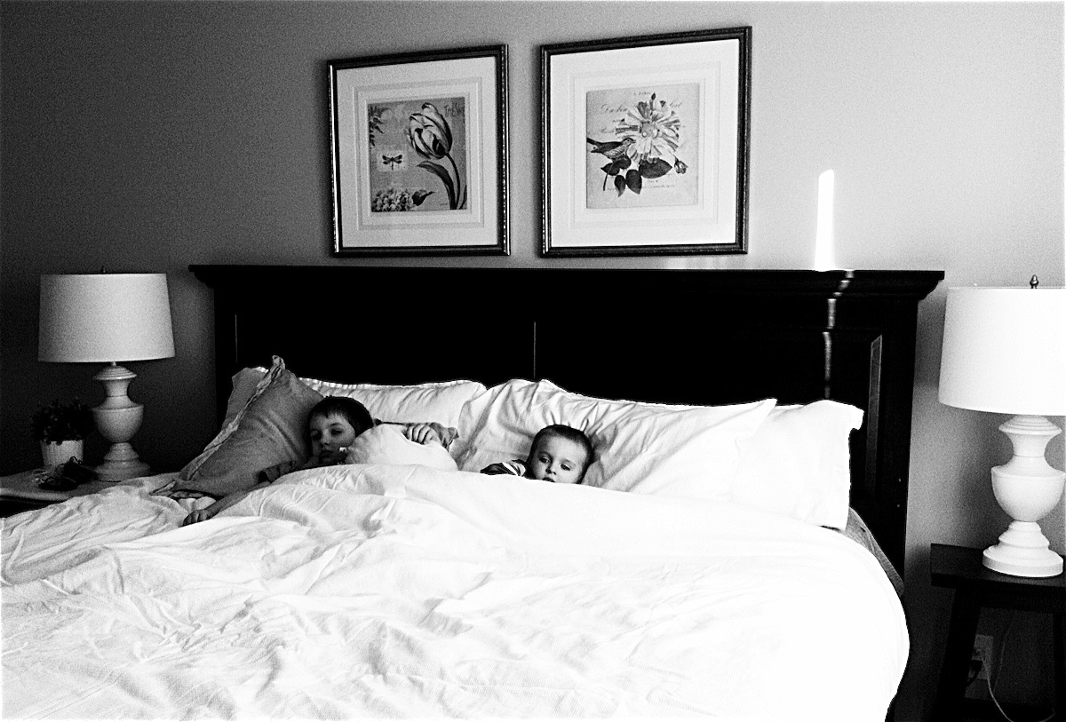 weekending. in black white.