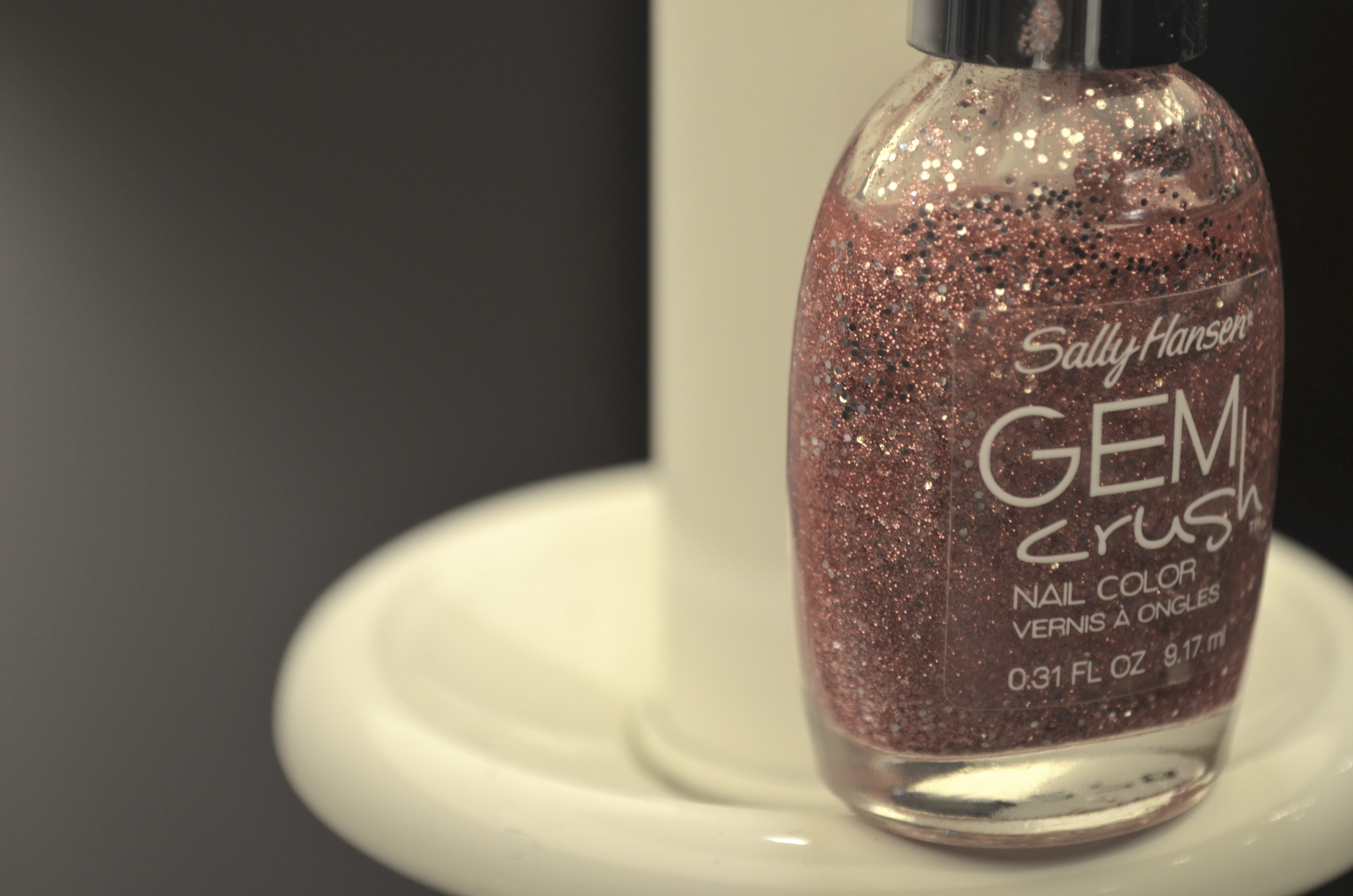 how to: do an easy glitter french manicure