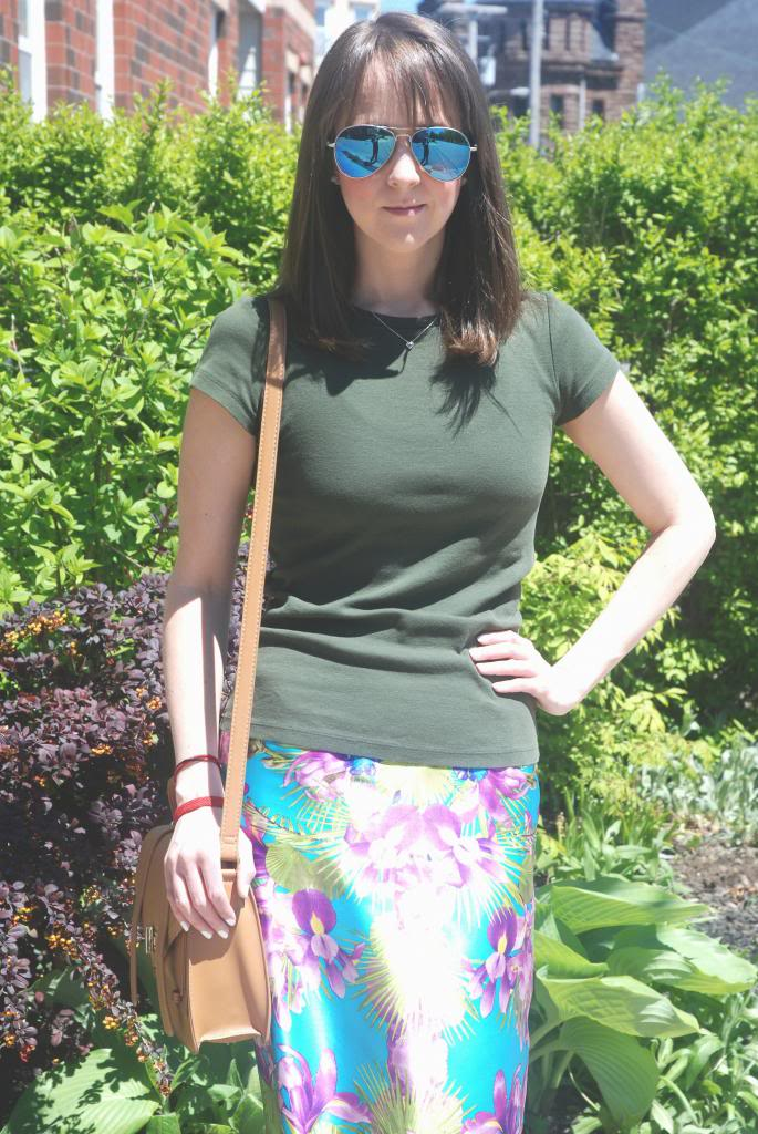 summer outfit ideas, printed skirts, silk, socks and sandals